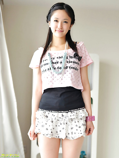 Pretty japanese girl sucking..