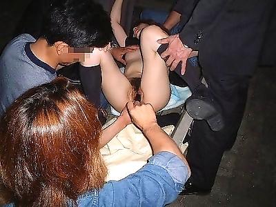 सींग का बना हुआ एशियाई प्रेमिका किसी न किसी गड़बड़