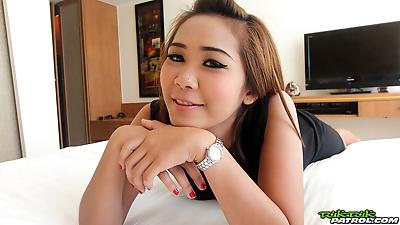 Sweet Thai girl Som2 shows..