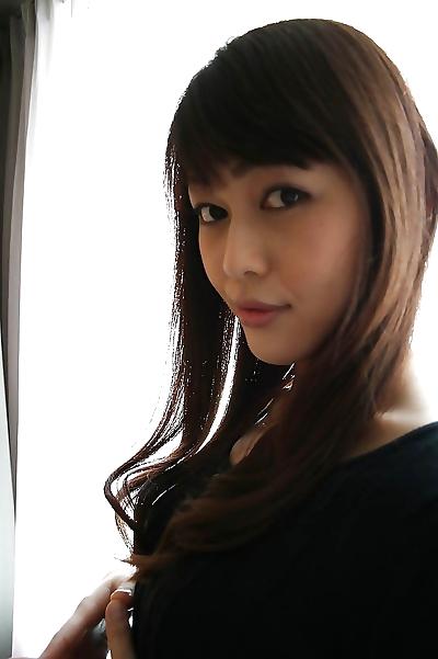 Pretty asian MILF Aoi..