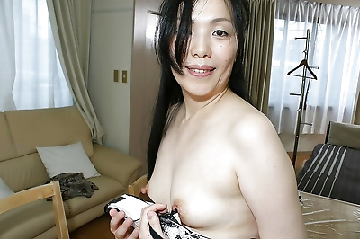 Mature asian lady Mari Inui..