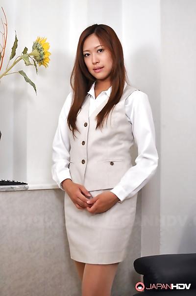 Nao yuzumiya shows her hot..