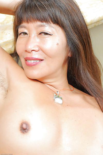 Amateur Asian mom Sakura Lei..