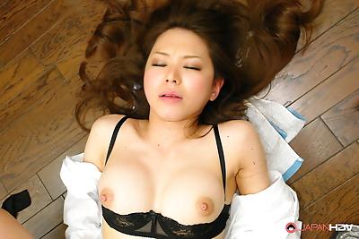 Sexy Asian woman sucks..