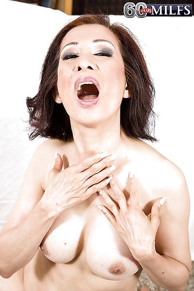 เอเชีย gran คิม Anh giving..