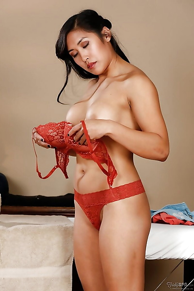 Fine Asian babe Mia Li gets..