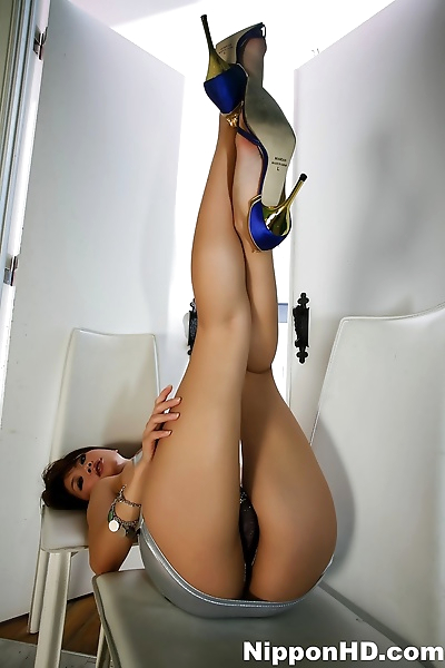 Japanese female with long legs twerks her sexy ass in heels