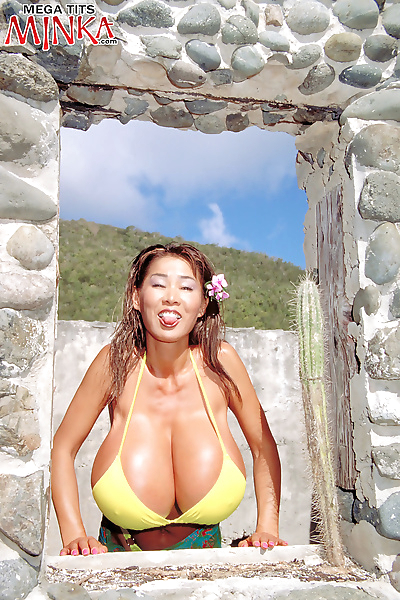 Minko showing her huge boobs and spreading pussy at the beach - part 2819