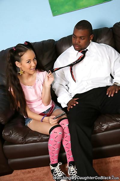 小小的 亚洲 女孩 多黎各 强大 Amai 刘 去 1 上 1 与 一个 大 黑色的 迪克